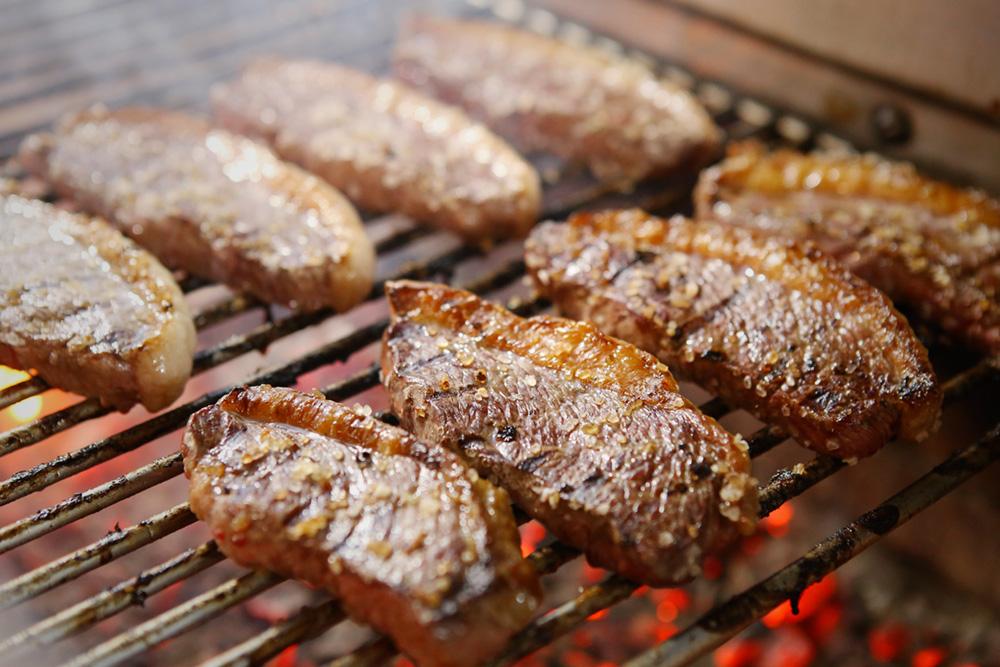 carnes-grelhando