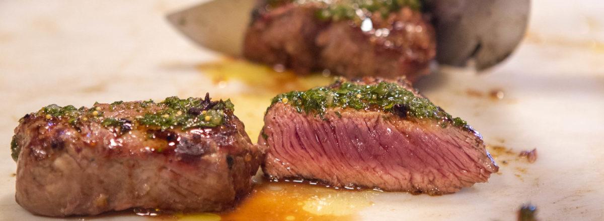 O mito da carne vermelha: carne escorrendo sangue?